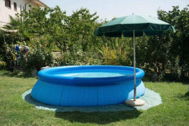 que mettre sous une piscine hors sol