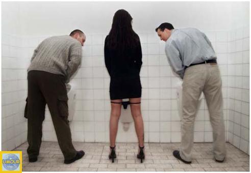 femme dans toilette